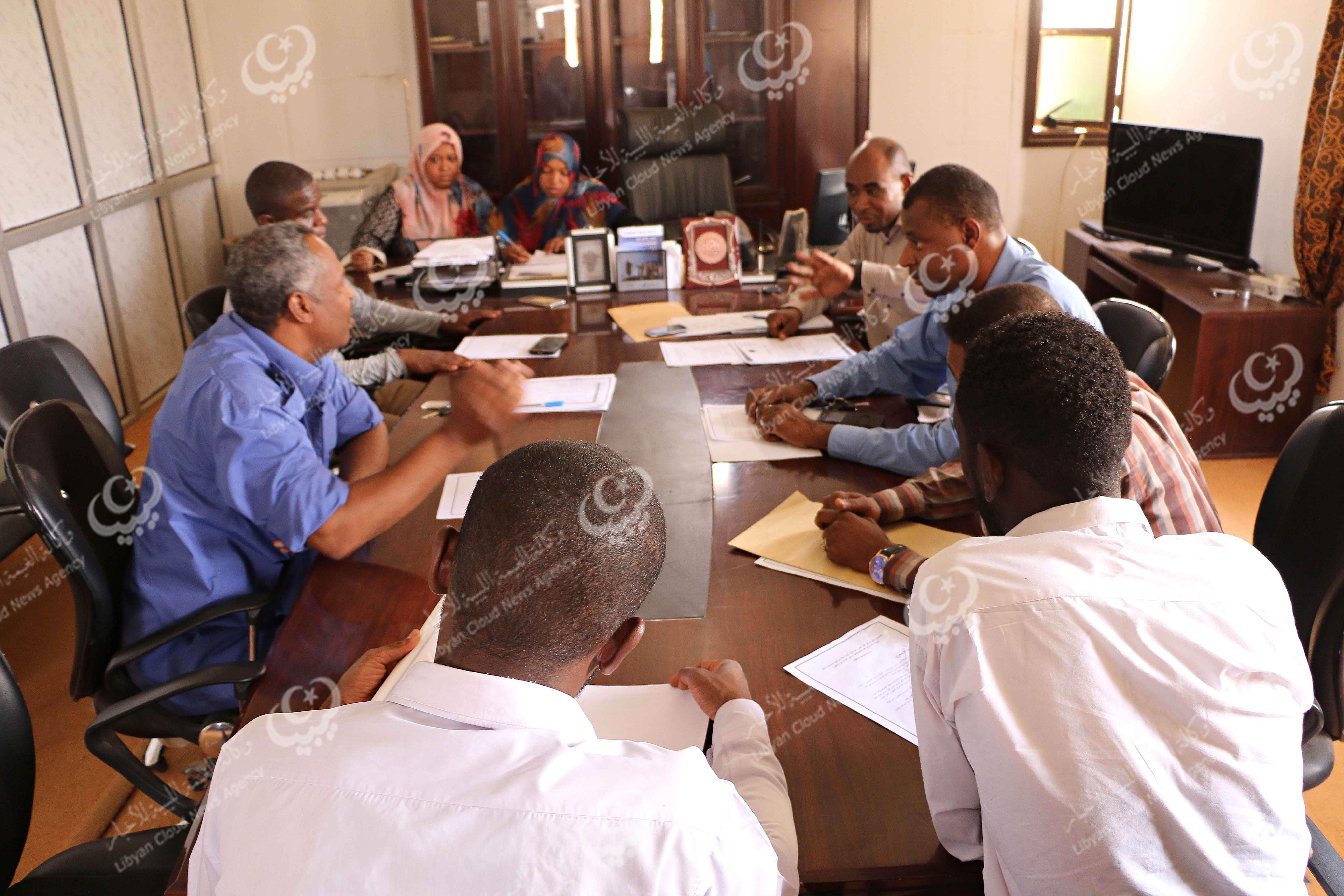 مؤسسات عن المجتمع المدني تجتمع بقطاعاتحكوميةفي غات
