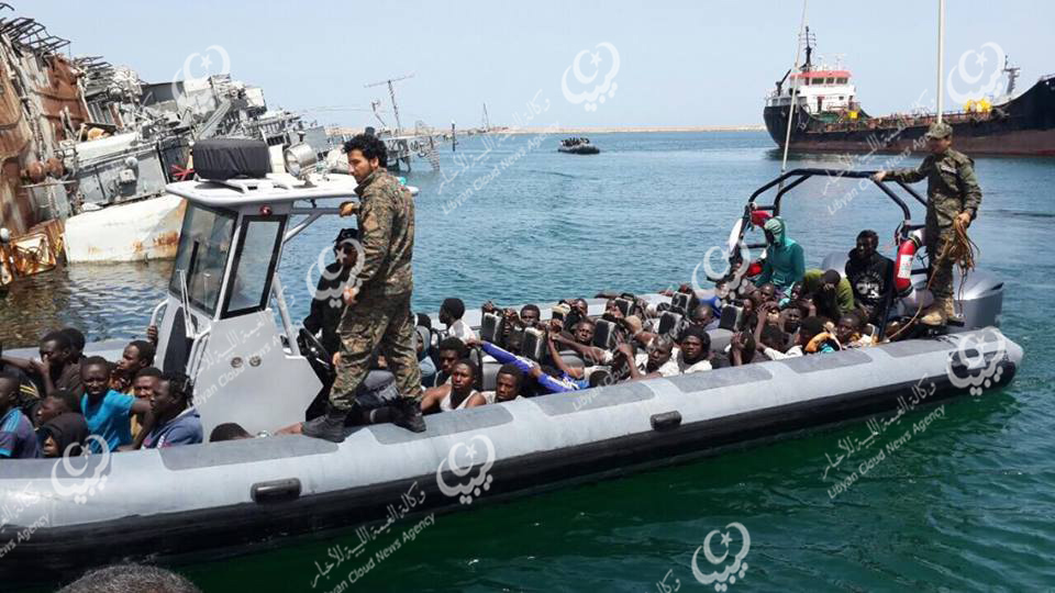 Photo of إنقاذ (36) مهاجرا غير نظامي قبالة سواحل الخمس