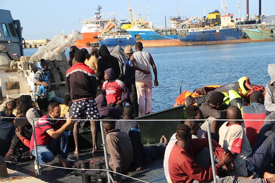 Photo of السلطات الإيطالية تسمح لسفينة (أوشن فايكنغ) بإنزال (373) مهاجرا غير نظامي في ميناء (أوغوستا) بصقلية