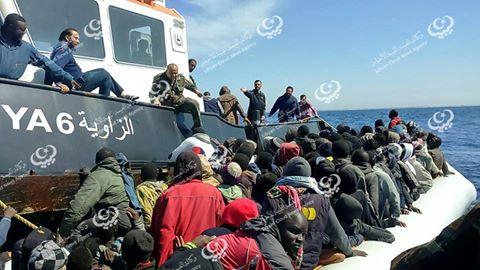 Photo of إغاثة المهاجرين أثناء محنتهم في عرض البحر