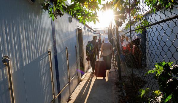 Photo of نقل أول مجموعة من اللاجئين من مركز المغادرة الجديد في ليبيا