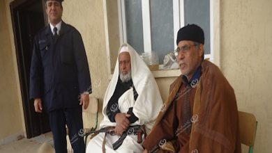 Photo of شيوخ من بلدية مزدة يشرفون على بوابة مزدة الشمالية