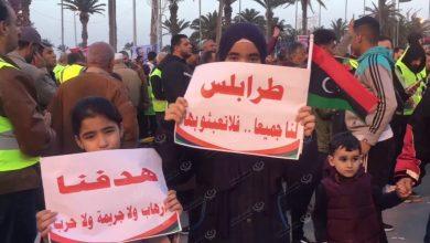 Photo of مظاهرة في طرابلس تندد بالحرب وظروف المدنيين