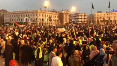 Photo of للجمعة الثالثة.. مظاهرة تندد بالحرب وأوضاع المدنيين بالعاصمة طرابلس