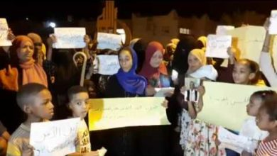 Photo of وقفة احتجاجية لنساء محلة الجديد استنكارا على مقتل مندوبي المحلة
