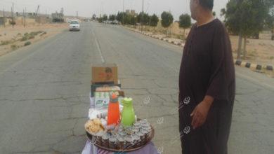 Photo of مواطن يقدم إفطار للمسافرين وعابري السبيل