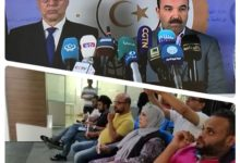 Photo of صحافيون يحملون الشمع في مؤتمر صحفي للشركة العامة للكهرباء