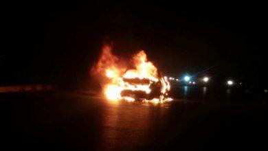 Photo of احتراق سيارة ركاب وسط طرابلس ولا أضرار بشرية