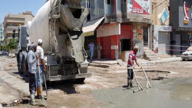 Photo of مواطنون في اجدابيا يقومون برصف مفترق شارع طرابلس