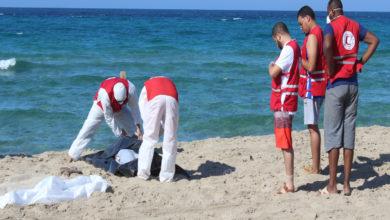 Photo of الهلال الأحمر الليبي فرع الخمس يواصل بحث وانتشال جثت لمهاجرين غرقوا قبالة سواحل المدينة