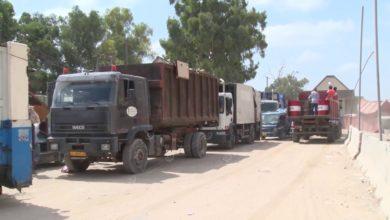 Photo of شركة الخدمات العامة: نعمل طوال أيام العيد على نقل القمامة