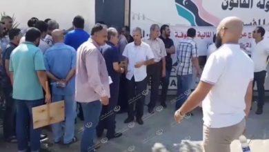 Photo of وقفة احتجاجية أمام وزارة التعليم لطلبة الإيفاد