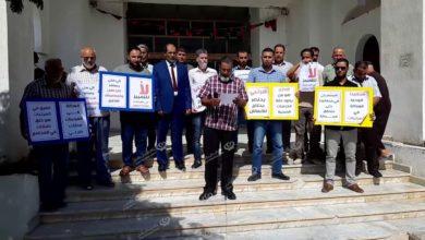 Photo of وقفة احتجاجية لموظفو المرافق الصحية والمهن التسيرية بالخمس