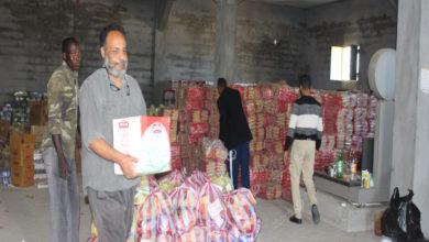 Photo of لجنة الأزمة ببلدية قصرخيار تشرع في توزيع سلال غذائية على الأسر النازحة