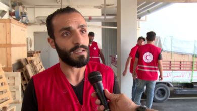 Photo of فرق الإغاثة بجمعية الهلال الأحمر الليبي  توزع مواد طبية على المستشفيات