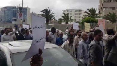 Photo of منتسبو عدد من النقابات يعتصمون أمام مقر الرئاسي