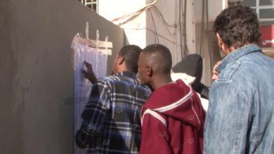 Photo of البدء في توزيع بطاقات التداول على الأسر النازحة بمدينة الخمس