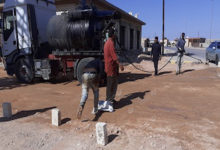 Photo of تنفيذ طرق معبدة في حي (سماح الطيار) بمدينة مزدة