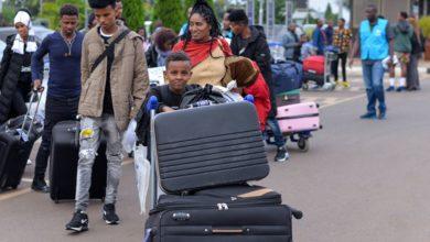 Photo of إعادة توطين (28) لاجئ من ليبيا إلى السويد عبر رواندا