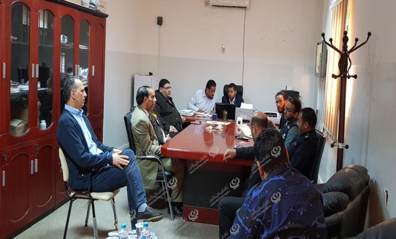 Photo of لجنة الطوارئ تعقد اجتماعا مع مديري المصارف باجدابيا لمكافحة فيروس (كورونا)