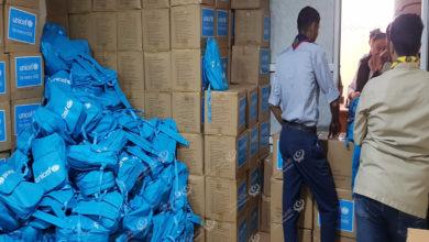 Photo of توزيع مساعدات على (210) أسرة نازحة في اجدابيا