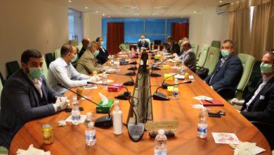 Photo of وزارة المواصلات تناقش سُبل عودة المواطنين العالقين بالخارج