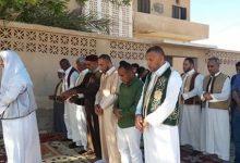 Photo of بعد منع صلاة العيد في الساحات.. أهالي جالو يصلون أمام بيوتهم