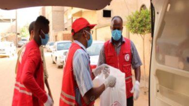 Photo of الهلال الأحمر يوزع سلات غذائية بسبها