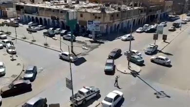 Photo of مع دخول ساعات الحظر المعلنة.. الحركة تنخفض ولا تتوقف في شوارع سبها