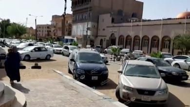 Photo of شوارع سبها التجارية تزدحم ساعات قبل  الإفطار وبعده حتى ساعات الصباح