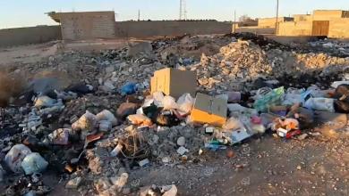 Photo of تراكم القمامة في بني وليد بسبب توقف عمال النظافة عن العمل