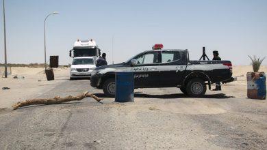 Photo of غلق المدخل الشمالي لبلدية أوجلة وتشديد حظر التنقل بين مدن الواحات