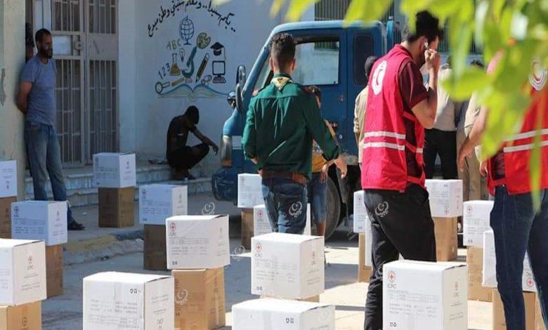Photo of طبرق : توزيع مواد إغاثة على النازحين من مدن الغرب الليبي