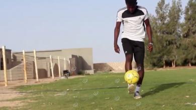 Photo of بعد توقف الدوري.. يقضي أوقات الحظر بمداعبة الكورة في ناديه