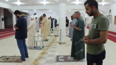Photo of تطبيق الإجراءات الاحترازية والتباعد الاجتماعي داخل المساجد في بنغازي