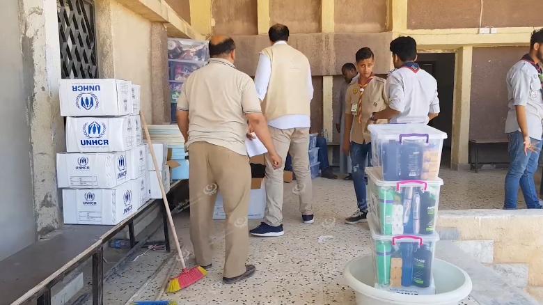 Photo of منظمة (اليونسيف) وبعض الشركاء يوزعون مواد إغاثة على الأسر النازحة في اجدابيا