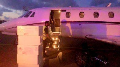 Photo of وصول طائرة تحمل إمدادات طبيّة إلى مطار معيتيقة الدولي