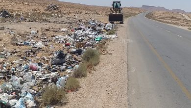 Photo of حملة تنظيف على جانبي طريق مدخل قرية (بئر غني)