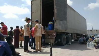 Photo of توزيع سلات غذائية على العمالة الأجنبية الوافدة بمدينة صرمان