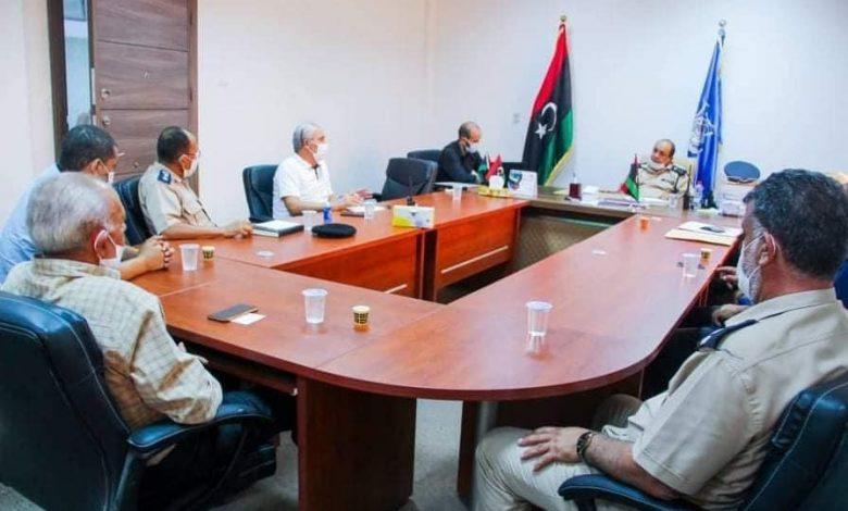 Photo of اجتماع الأجهزة الأمنية العاملة بمنفذ رأس اجدير تمهيداً لاستئناف سير العمل