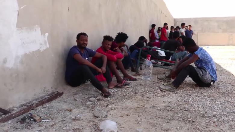 Photo of مداهمة منزل بداخله مهاجرين غير نظاميين بزوارة