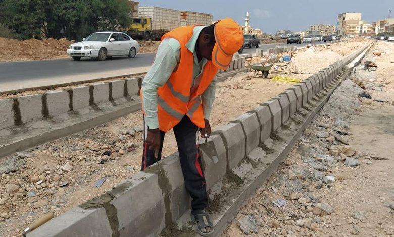 Photo of تواصل أعمال مشروع تطوير الطريق الدائري بإشراف لجنة إعادة الإستقرار لمدينة بنغازي