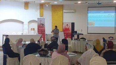 Photo of تواصل المحاضرات التوعوية لفريق العمل لمكافحة فيروس (كورونا) بالمكتب الصحي لبلدية طرابلس