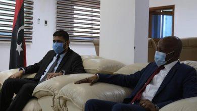 Photo of وزيرا العمل والتأهيل والمالية يبحثان الإفراجات المالية للعاملين في القطاع
