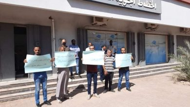 Photo of وقفة احتجاجية لموظفي الخطوط الأفريقية سبها للمطالبة بالإفراج عن رئيس مجلس الإدارة