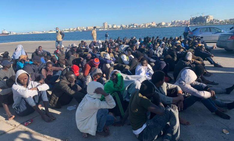 Photo of إنقاذ (182) مهاجرا غير نظامي بوسط البحر بعد أن تعطل بهم القارب الخشبي