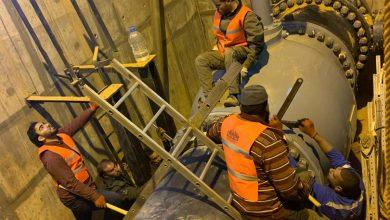 Photo of الكوادر الفنية التابعة لجهاز تنفيذ و إدارة مشروع النهر الصناعي تستكمل الصيانة بموقع الشويرف
