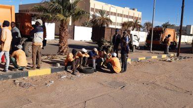 Photo of بسبب تأخر صرف مرتباتهم.. عمال النظافة بسبها يتوقفون عن العمل