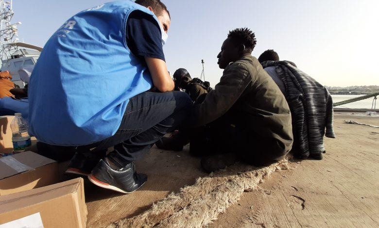Photo of المنظمة الدولية للهجرة ومفوضية اللاجئين: وفاة أكثر من (40) شخصاً في تحطم قارب قبالة السواحل الليبية