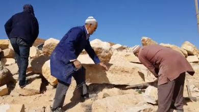 Photo of أعمال قص للأحجار الجبلية لاستعمالها في ترميم البيوت الأثرية في كاباو